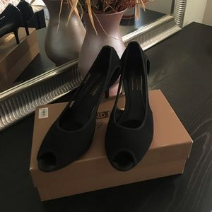 Donald J. Pliner elegant black shoes